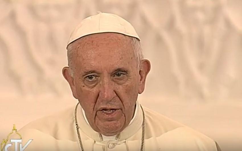 Papa Fransisk Azərbaycan xalqından onun üçün dua etməyi xahiş edib