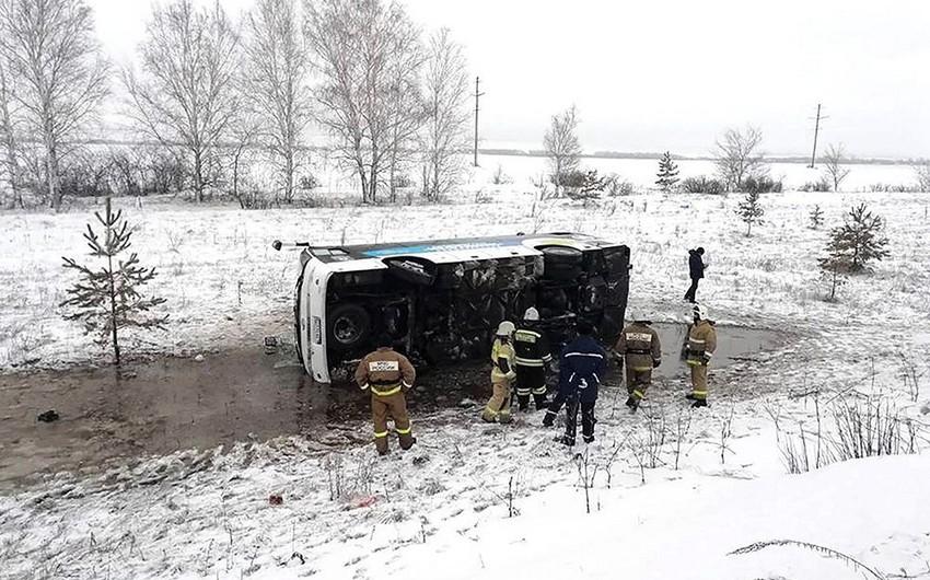 Azyaşlı futbolçuları daşıyan avtobus dərəyə yuvarlandı - VİDEO