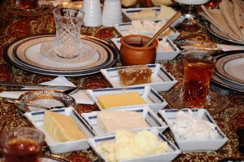 Azerbaijani national breakfast traditions presented