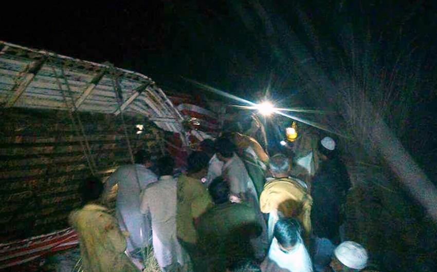 Pakistanda avtobus körpüdən aşıb, 24 sərnişin ölüb