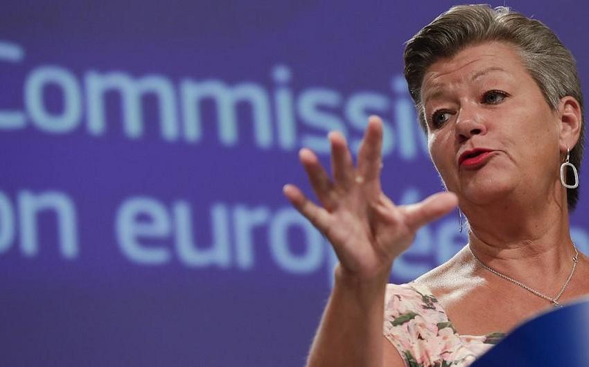Avropa Komissarı Əfqanıstandan olan qaçqınlar üçün kvotaları artırmağa çağırıb