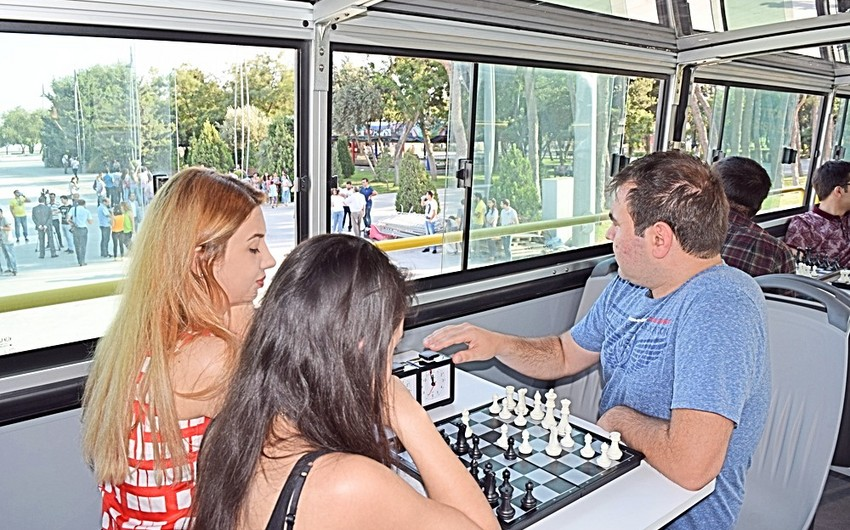 Baku launches chess bus