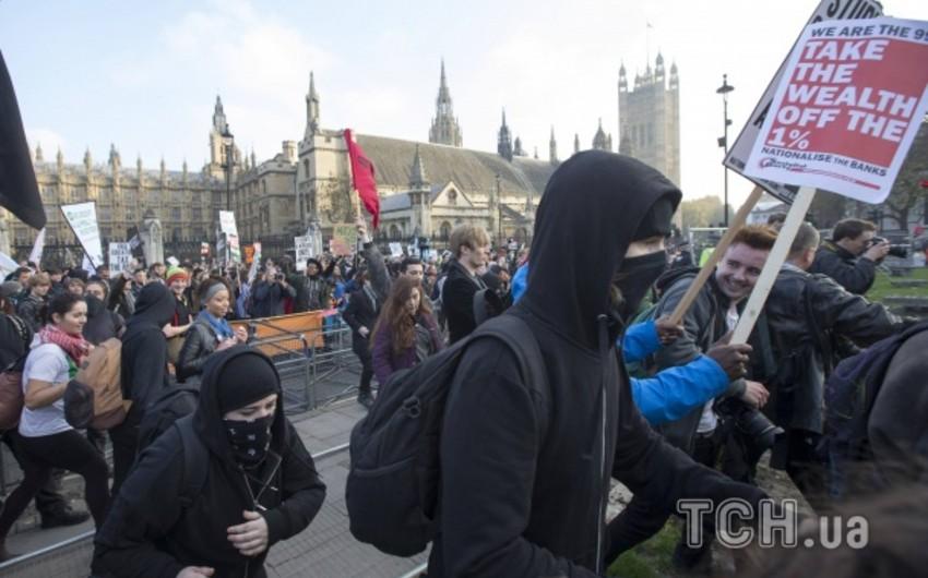 Londonda tələbələrlə polis arasında qarşıdurma olub