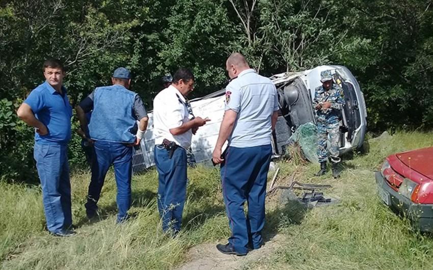 Dağlıq Qarabağda ekskursiya avtobusu aşıb, yaralananlar var