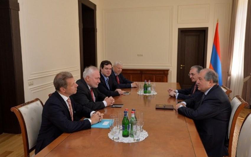 Ermənistan prezidenti ATƏT-in Minsk qrupunun həmsədrləri ilə görüşüb