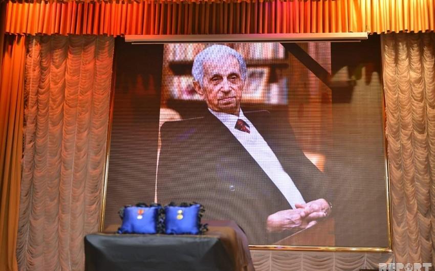 Проходит церемония прощания с Ширмамедом Гусейновым