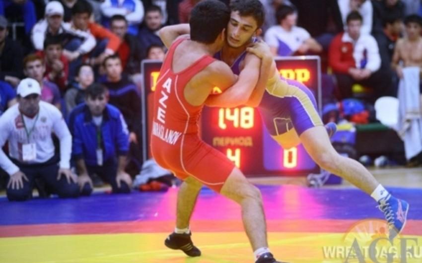Azərbaycan güləşçiləri İranda 2 medal qazanıb