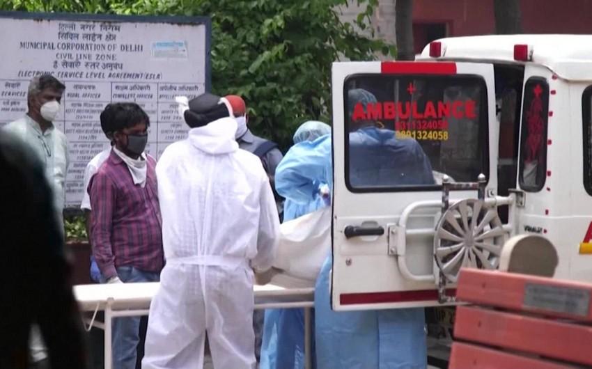 В Индии за сутки выявили около 25 тысяч заболевших COVID-19