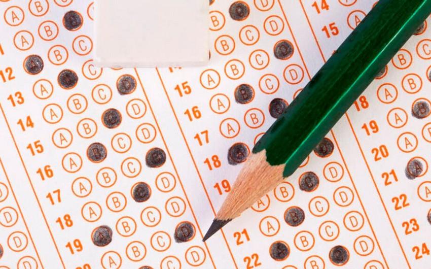 На выпускном экзамене учащийся лицея набрал максимальное количество баллов