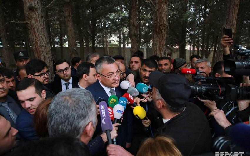 Глава Госкомитета побывал на месте пожара в Баку
