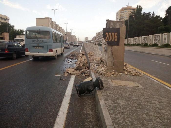 В Баку нанесен ущерб дорожному хозяйству в результате ДТП - ФОТО