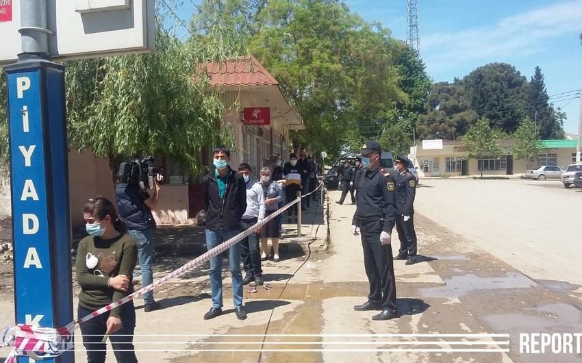 Samuxda polis vətəndaşlara tibbi maskalar payladı - FOTO