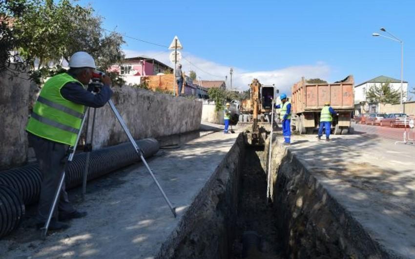 Bakının 20-ci sahə yaşayış massivində içməli su və kanalizasiya layihələri icra olunur