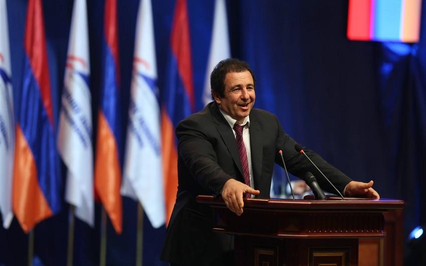 Erməni deputatlar:  -