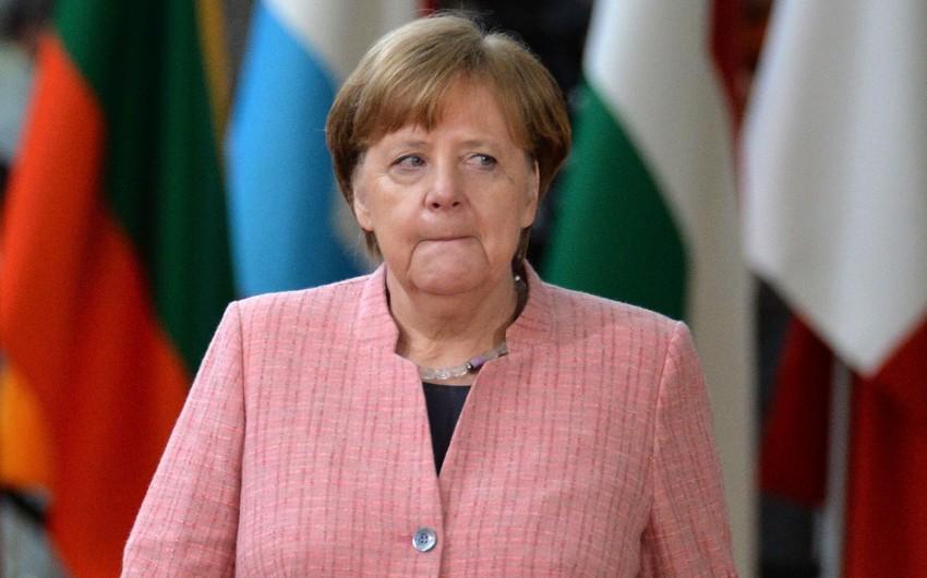 Merkelin təyyarəsi nasazlığa görə Argentinaya uçuşu yarımçıq dayandıraraq geri qayıdıb