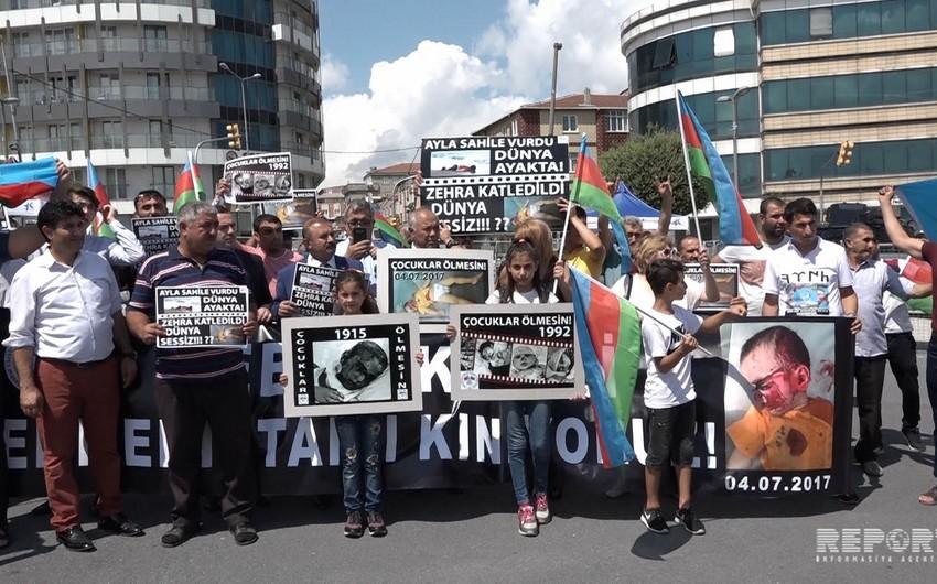 İstanbulda Ermənistanın Alıxanlıda törətdiyi vəhşiliyə qarşı etiraz aksiyası keçirilib - FOTO