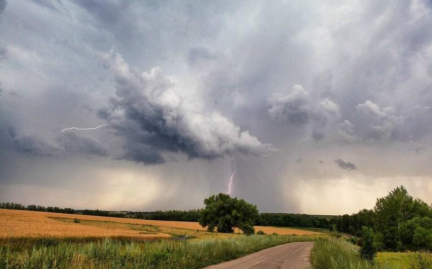 Ölkə ərazisində hava şəraiti dəyişib, şimşək çaxıb, bəzi yerlərdə leysan xarakterli yağış yağıb - FAKTİKİ HAVA