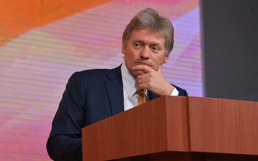 Peskov: Kreml Ermənistan və Azərbaycan sərhədində baş verən atışmalardan narahatdır