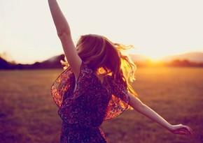 С кем человек чувствует себя счастливее: с семьей или с друзьями?
