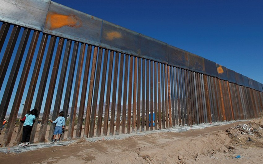 ABŞ-ın Müdafiə naziri Meksika ilə yeni divarın inşasına icazə verdi