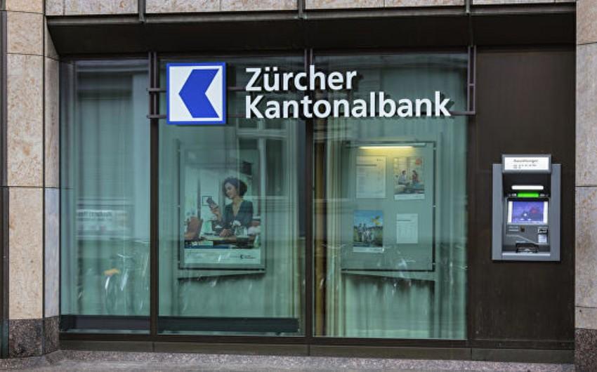 İsveçrədə banklar kreditə görə borc alanlara ödəniş etməyə başlayıb