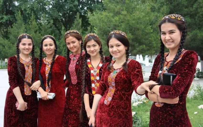 Türkmənistan prezidenti qadınlara 11 dollar hədiyyə edəcək