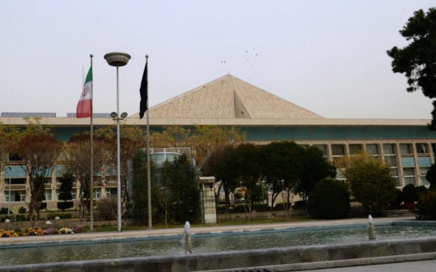 İranda keçirilmiş parlament seçkilərinin ikinci turunda prezident Həsən Ruhaninin tərəfdarları qalib olub
