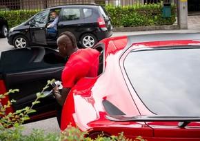 Неизвестные разбили автомобиль экс-футболиста сборной Италии