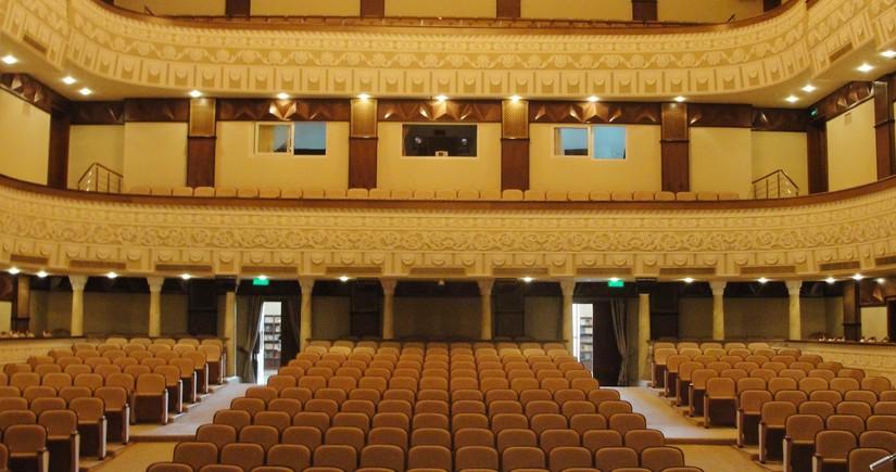 В Азербайджане обсуждается открытие театров