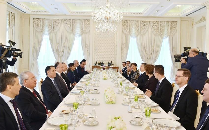 Azərbaycan prezidentinin adından Macarıstan baş nazirinin şərəfinə nahar verilib