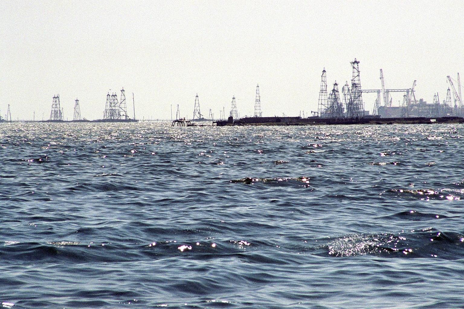 SOCAR dəniz yataqlarında ekoloji monitorinqi davam etdirir