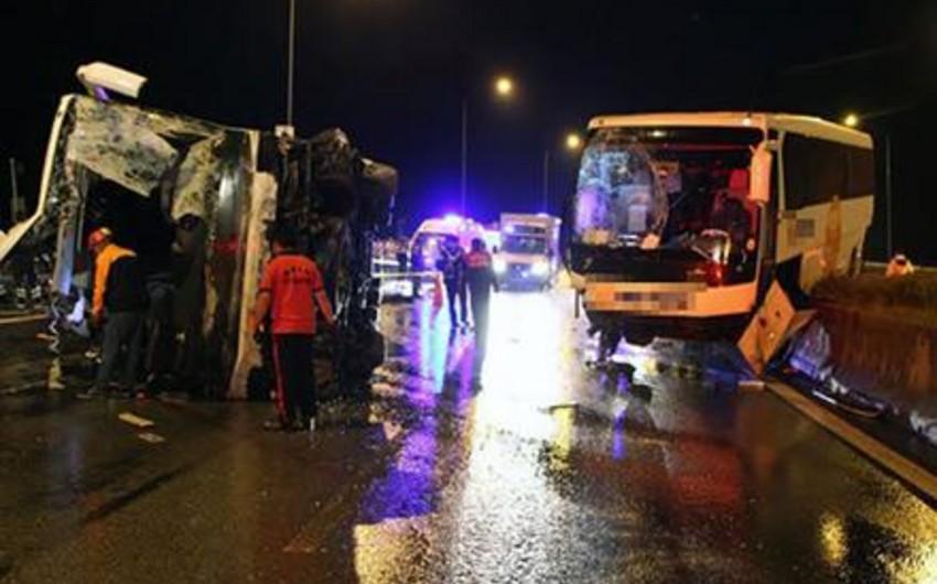 Türkiyənin Bolu şəhərində iki avtobusun toqquşması nəticəsində 6 nəfər ölüb, 37 sərnişin yaralanıb