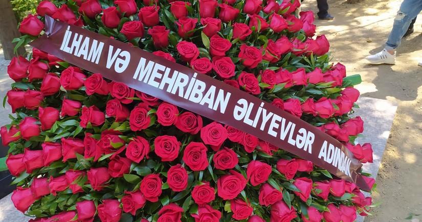 Президент Азербайджана и первая леди отправили венок на похороны отца Александра