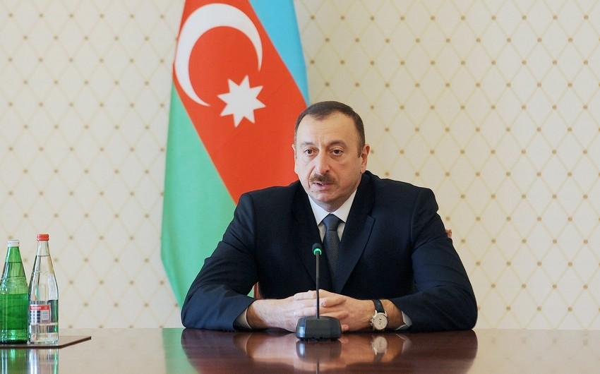 Президенту Азербайджана вручен значок почетного члена Давосского клуба