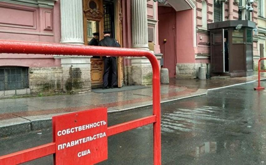ABŞ-ın Sankt-Peterburqdakı Baş Konsulluq binasına boya atıblar