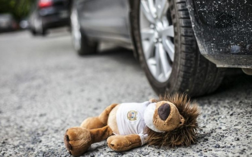 Abşeronda 4 yaşlı uşaq atasının avtomobilinin altında qaldı