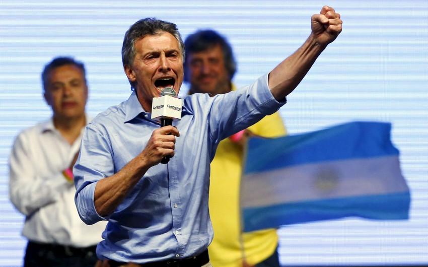 Argentina prezidenti qızı ilə oynayarkən qabırğasını qırıb