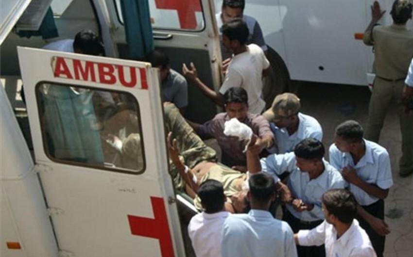Hindistanda traktor dərəyə yuvarlanıb, 10 nəfər ölüb