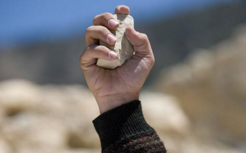 Bakıda kişi 15 manata görə daşla döyülüb