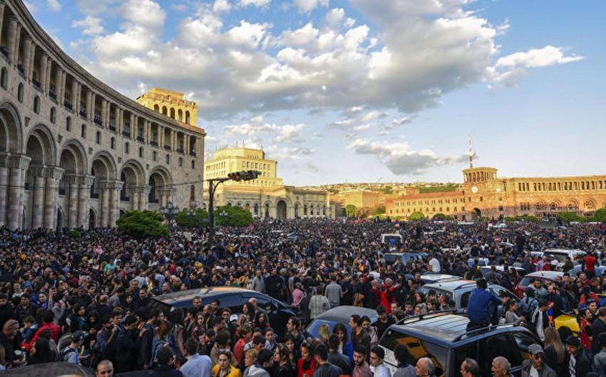 Ermənistanda hakim koalisiya dağılıb