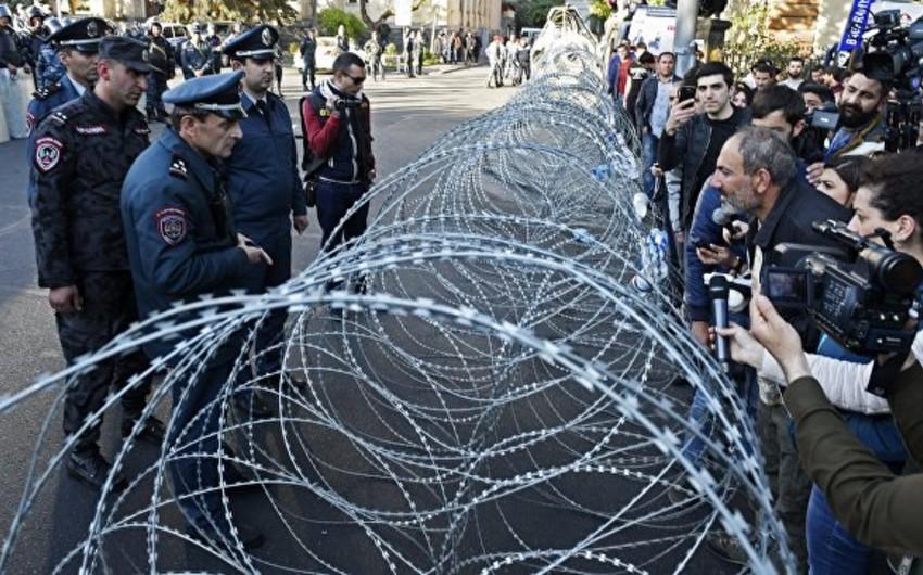 Ermənistanda aksiyaçılar paytaxtın mərkəzi küçələrini bağlayırlar - YENİLƏNİB