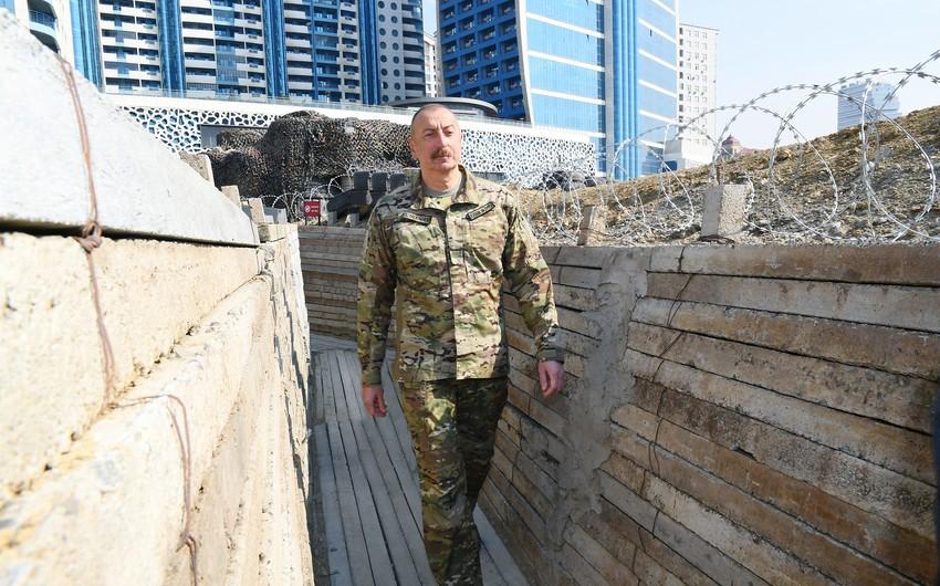 Верховный главнокомандующий ВС Азербайджана в Парке военных трофеев