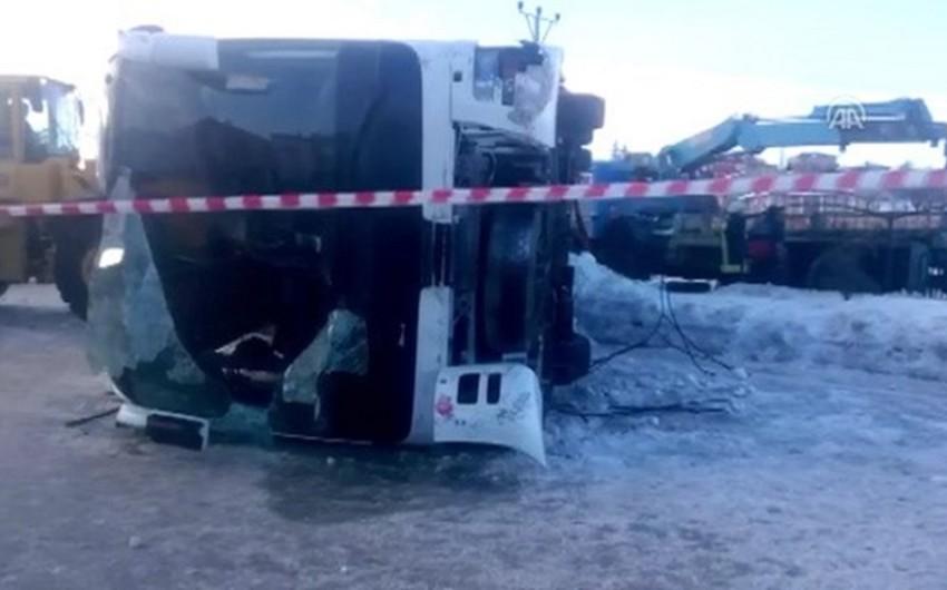 Konyada məktəbliləri daşıyan avtobus aşıb, 3 şagird ölüb, 40-ı yaralanıb - ƏLAVƏ OLUNUB - VİDEO