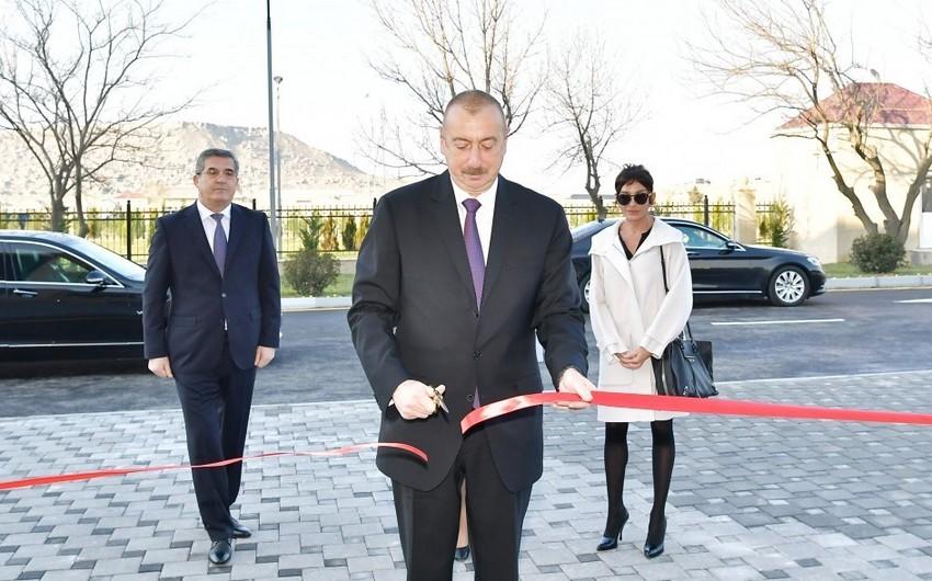 Prezident İlham Əliyev Qobustan qəsəbəsində yeni inşa olunan xəstəxananın açılışında iştirak edib - YENİLƏNİB