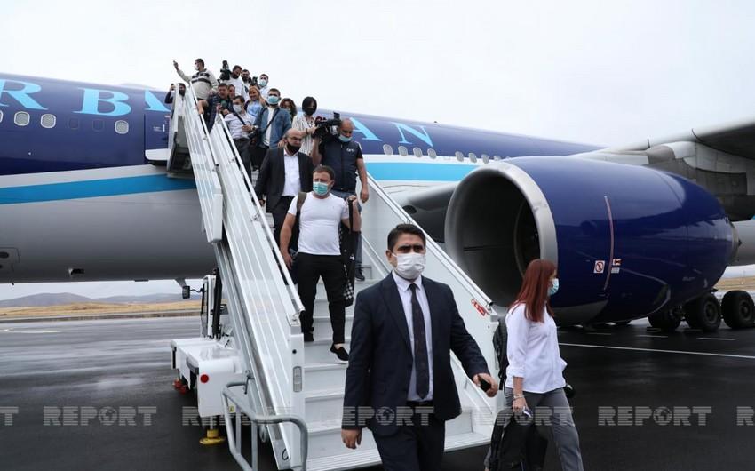 Самолет AZAL совершил первую посадку в международном аэропорту Карабаха