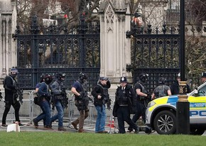 Полицейский ранен при нападении у здания британского парламента
