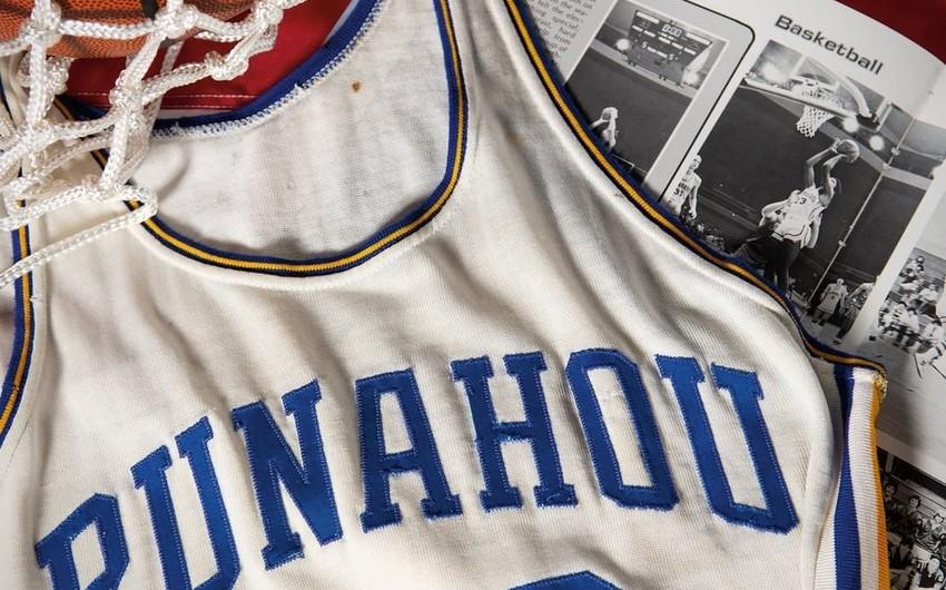 В США продали баскетбольную майку Обамы за 120 тысяч долларов
