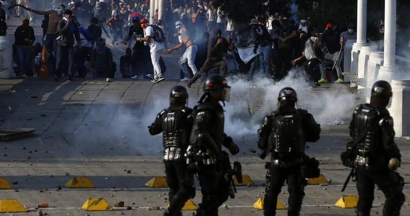 В Колумбии во время протестов пострадали шесть полицейских