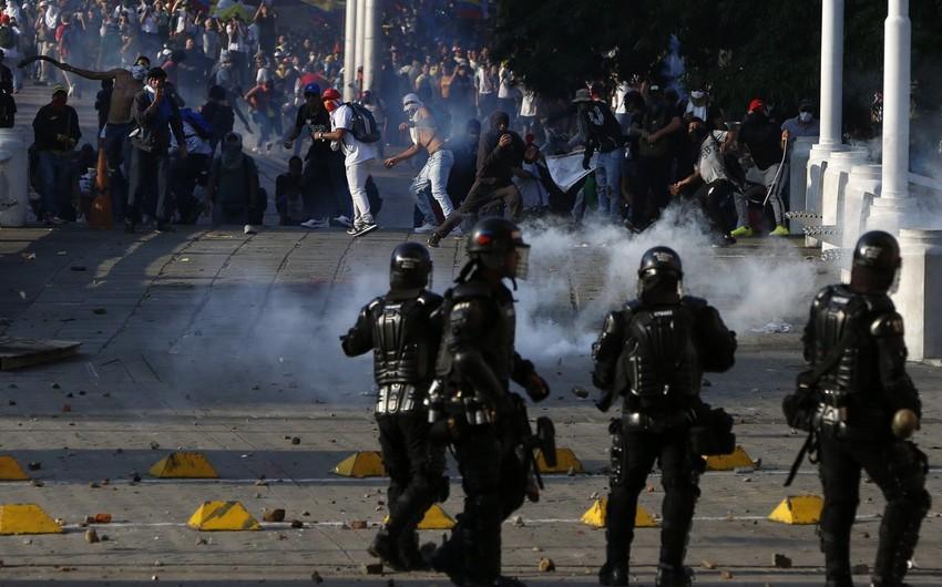 Kolumbiyada etirazlar və qarışıqlıqlar zamanı 42 nəfər öldürülüb