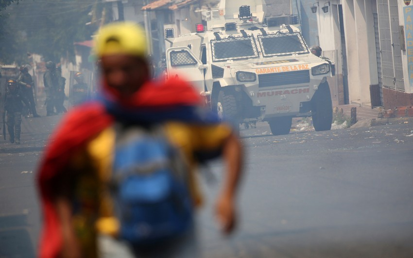 Kolumbiyada etirazçılar parlament binasını ələ keçirməyə cəhd göstərdilər